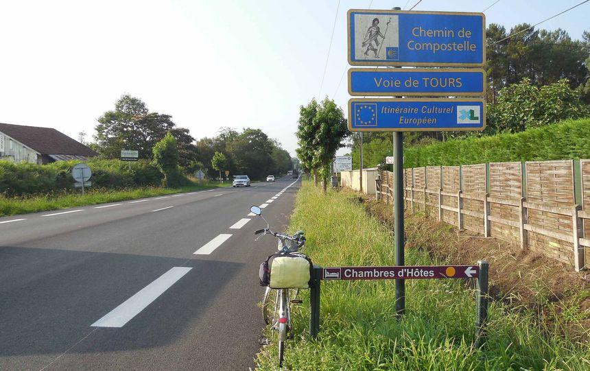 online retailer a8eea afd0c Cicloviaggio a tappe sul Camino di Santiago, da Parigi a ...